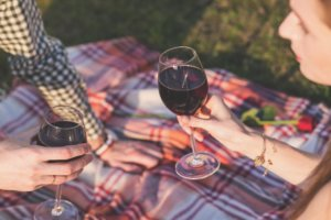 Use detergent and water to treat red wine stains.